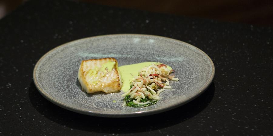 MasterChef-opskrift – torsk med stegt hjertesalat, æble og hjertesalatsauce