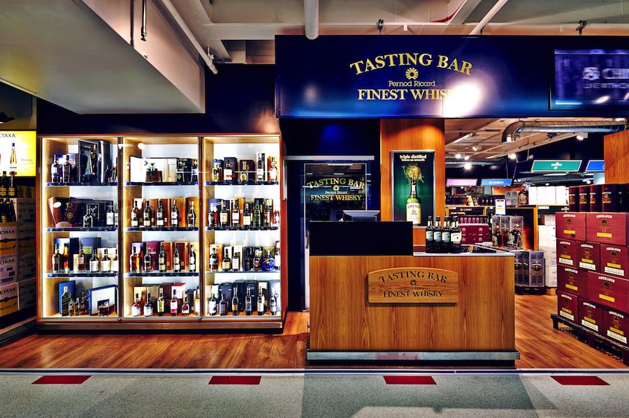 The Tasting Bar er et hjørne af BorderShop Puttgarden, som vil få mange spiritusnørders våde drømme til at gå i opfyldelse.