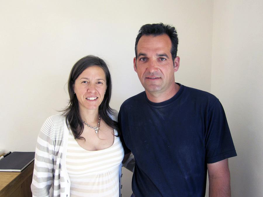 Biodynamikeren Jérome Bressy med sin hustru ved sin side.