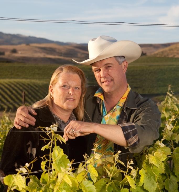 Peter og Rebecca ser på billedet ud, som var de født ind i vinverdenen, men det er langt fra tilfældet... Foto: Otto Suenson.