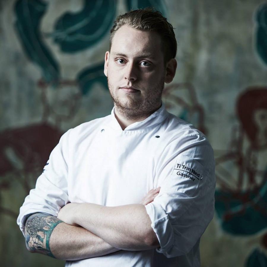 Lasse Starup Petersen bytter kokkejakken fra Ti Trin Ned ud med en ny fra Restaurant Koch i Aarhus. Foto: Claes Bech-Poulsen.