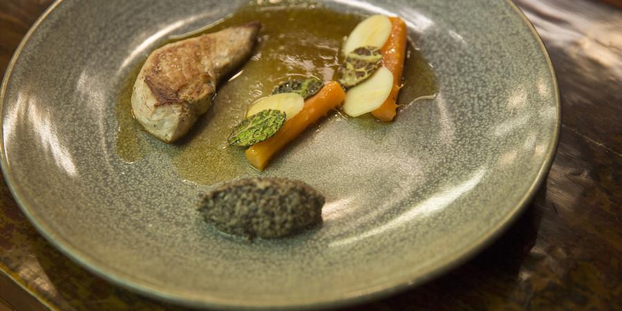 MasterChef-opskrift – fasanbryst med svampeduxelles, gulerodsmarv, æble- og savojkålsoblater og sauce med brunet smør