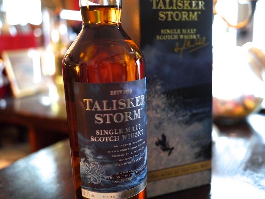 Talisker Storm er ikke blot en storm i et glas vand - der er bølgebrus med bål og røg i hele munden.