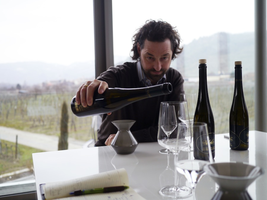 Lucas Pichler har overtaget efter sin fader, Franz Xaver (FX), som dog stadig er at finde i vinmarkerne.