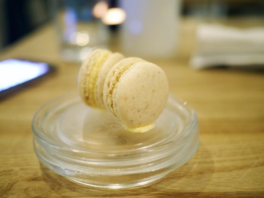 Along with a very good espresso we got these hazelnut and polenta cream macarons.