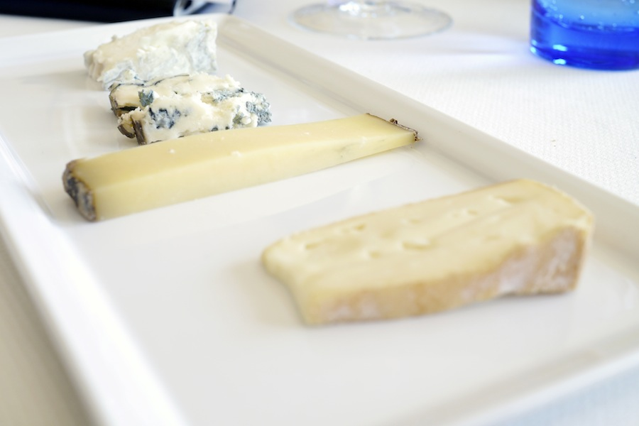 Fire gode oste, tre af komælk og én af gedemælk.