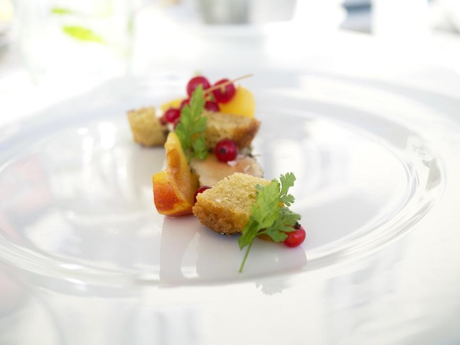 Hel foie gras, bagt i dej. Leveren havde optaget meget smag fra timian og citronskal.
