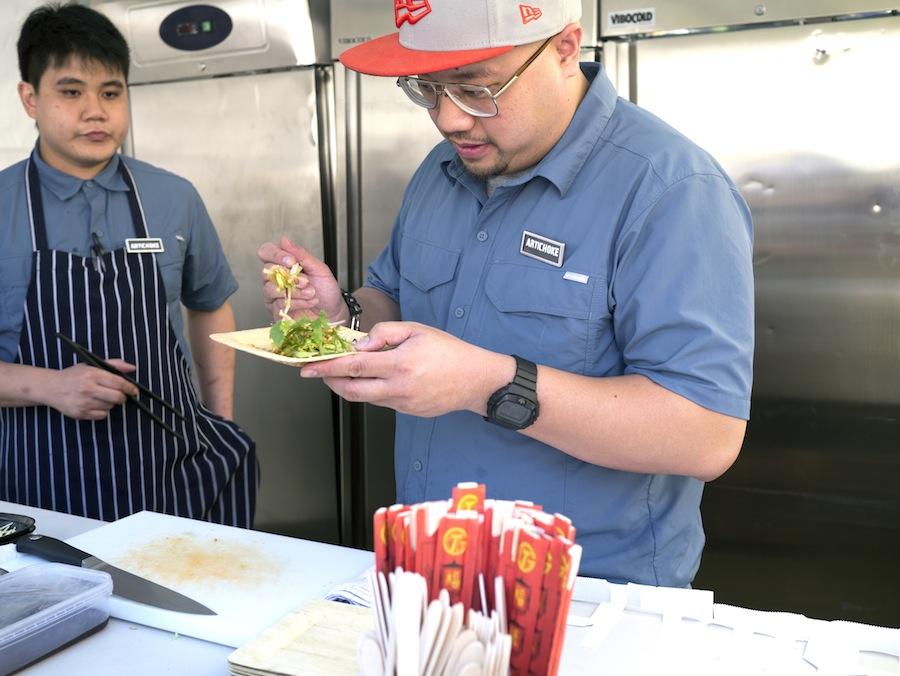 Det er Bjorn Shen fra Artichoke Cafe + Bar, der står bag sværdfisken.