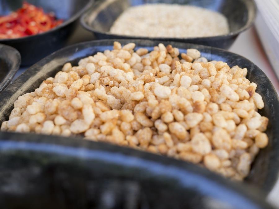 Puffede ris er klar til at agere sprødt element...