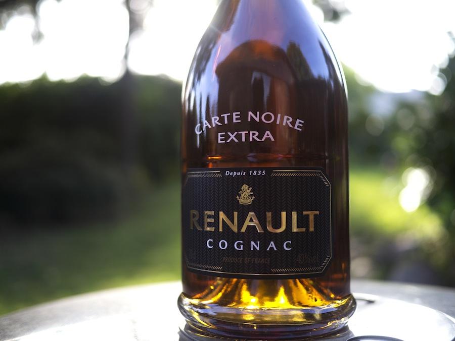 Renault Carte Noire er et godt bud på en mellemklassecognac med en ganske stor kompleksitet. Forvent saft og kraft i denne maskuline cognac.