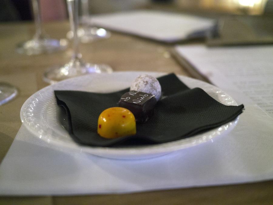 Hjemmelavede fyldte chokolader af høj kvalitet.