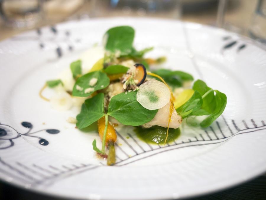 """""""Italiensk salat"""" med lun sifonmayo og unghanebryst,  farseret med jomfruhummer."""