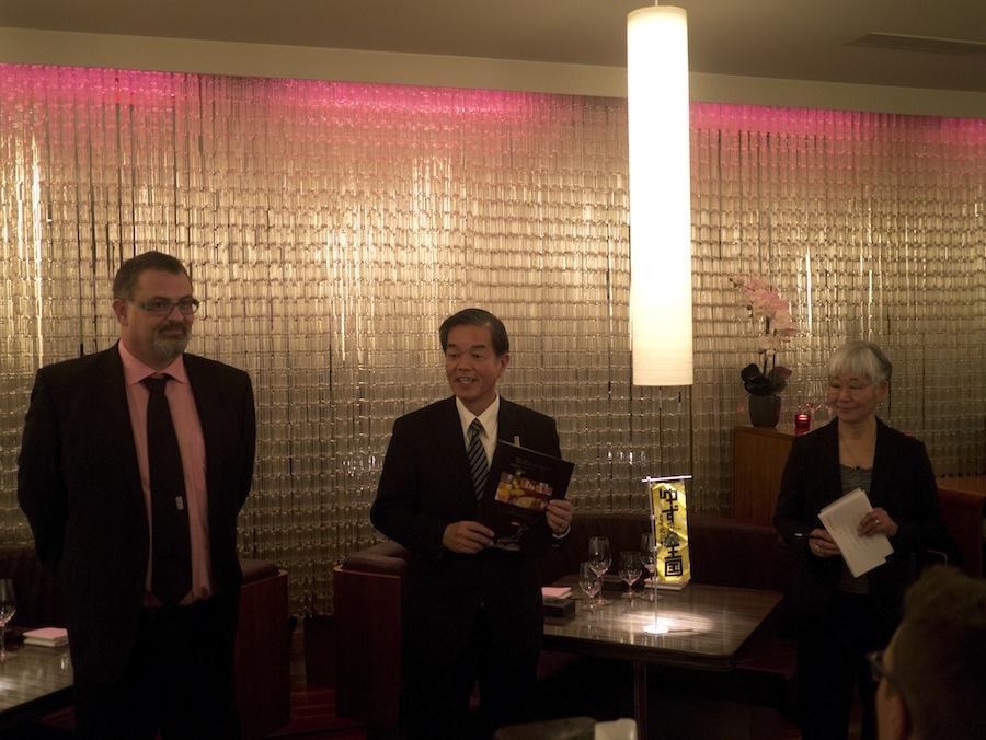 Den japanske delegation tyder velkommen på Umami.