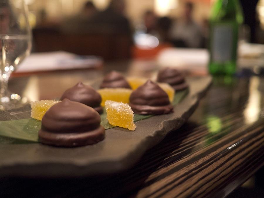 Selv om tempereringen ikke sad lige i skabet, smagte flødebollerne med yuzu dejligt. Det samme gjaldt for de små stykker pate a fruit.