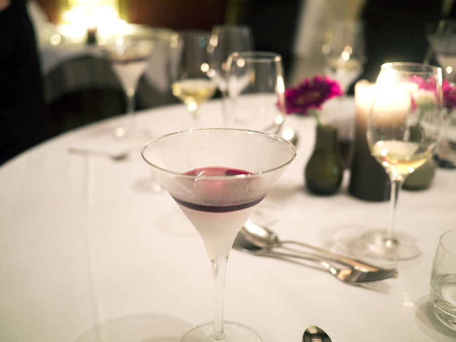 As a predessert we had this glass with elderflower sorbet and an elderberry liquor on top.