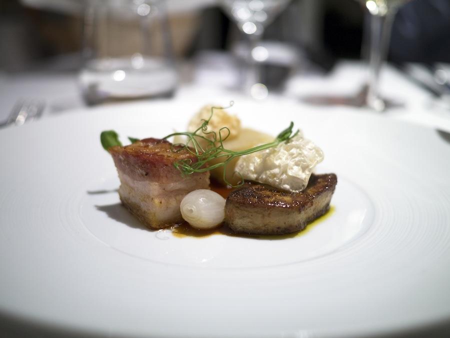En vidunderlig kombination af kål, foie gras og svinebryst. Den sad lige i skabet.