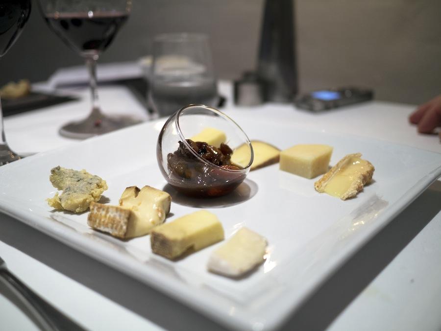 Otte modne oste med masser af smag, der steg i intensitet i behagelige intervaller.