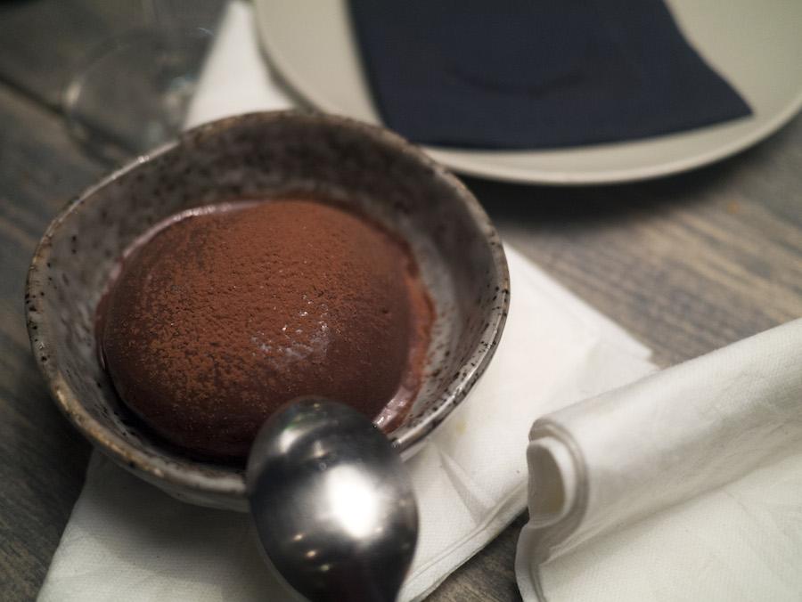 Mørk, smagsintens chokoladeis, der ikke skuffede på nogen måde.