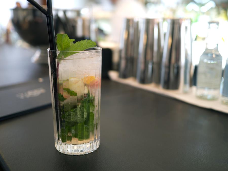 Skodsborg mojito med grape, der skulle illustere kurhotellets sunde profil. Derfor kunne cocktailen også vælges uden alkohol, men argumenterne for det vejede ikke tungt nok.