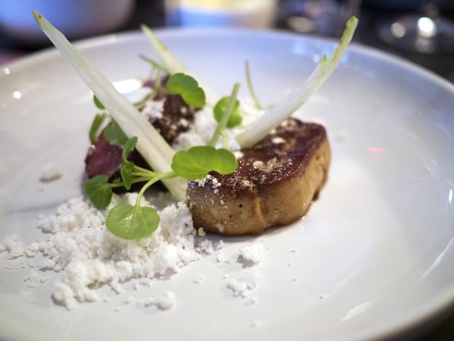 Foie gras og okse i snelandskab.