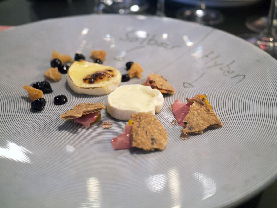 Ros for opfindsomheden med Arla Unikas Geko, der blev serveret på to måder som en reference til ostens indhold af både gede- og komælk.