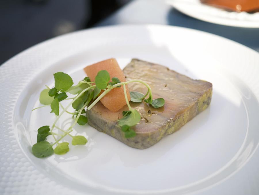 Flot ser den ud, skiven af foie gras terrine, men smagen var igennem voldsomt bitter.