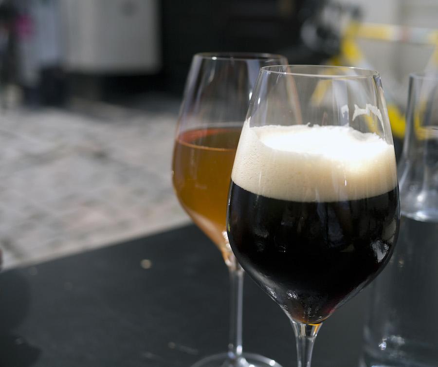 Det giver god mening, at denne øltype kaldes schwarzbier, for den er sort som kul.