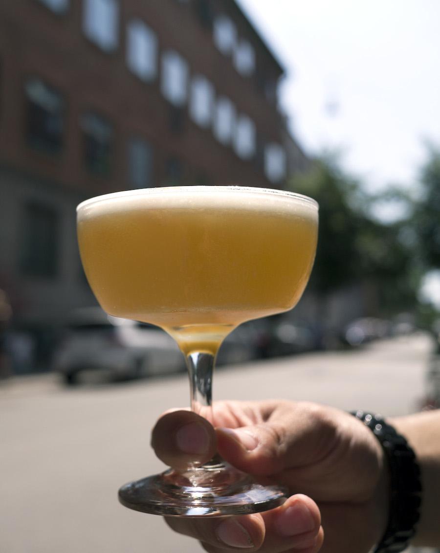Asfalten er rytternes rette element, så tag endelig din Tour de France-cocktail med ud i det gode vejr.