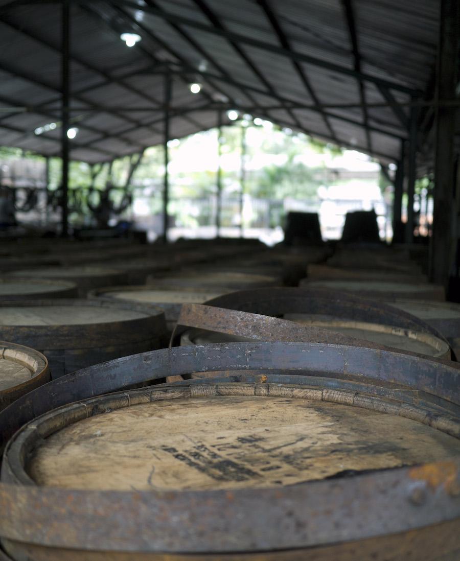 Brugte bourbon- og sherryfade bruges til romproduktion.
