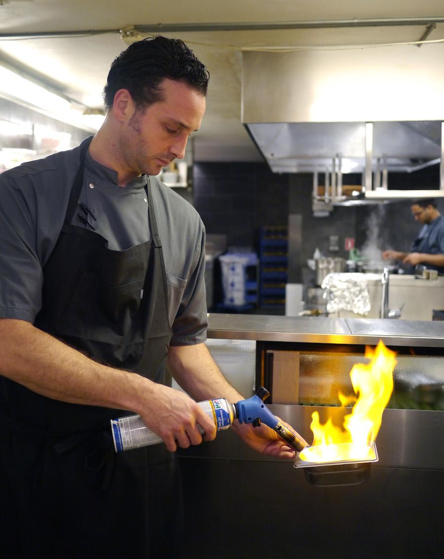 Alle ved, at sushitilberedning involverer flammekastere ...