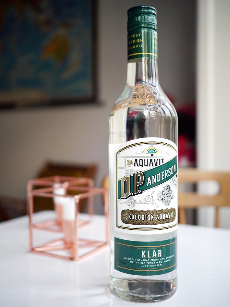 O.P. Andersons klare akvavit har en mere diskret dildsmag og friske noter af citrus.