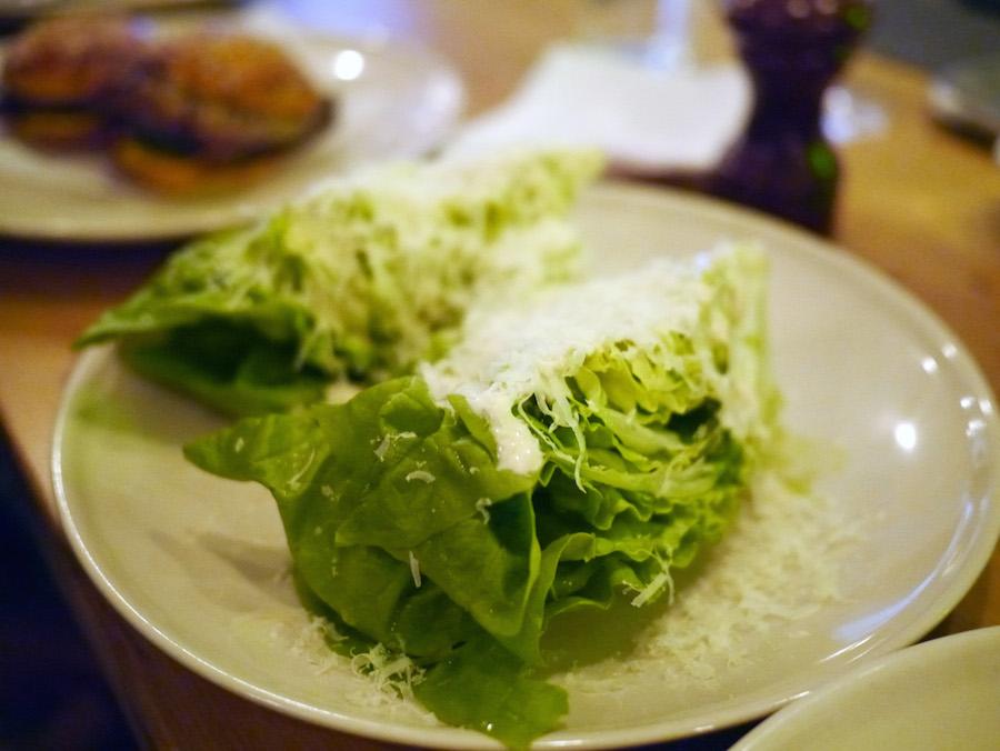 En ceasar salat-inspireret servering uden megen gnist.