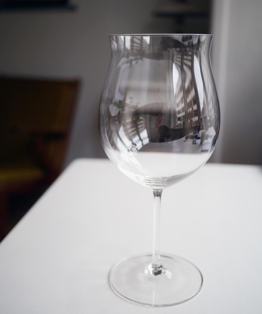 Dette er i min verden smukkeste vinglas, der findes. Riedel Sommelier Bourgogne Grand Cru kom på markedet tilbage i 1959, og det var en landvending inden for vinglas, som tidligere handlede langt mindre om funktionalitet.