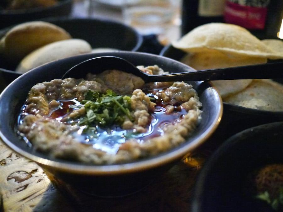 Baba ganoush, røget auberginecreme, er en anden mellemøstlig delikatesse, som er værd at stifte bekendtskab med. Her er det Manzels version.