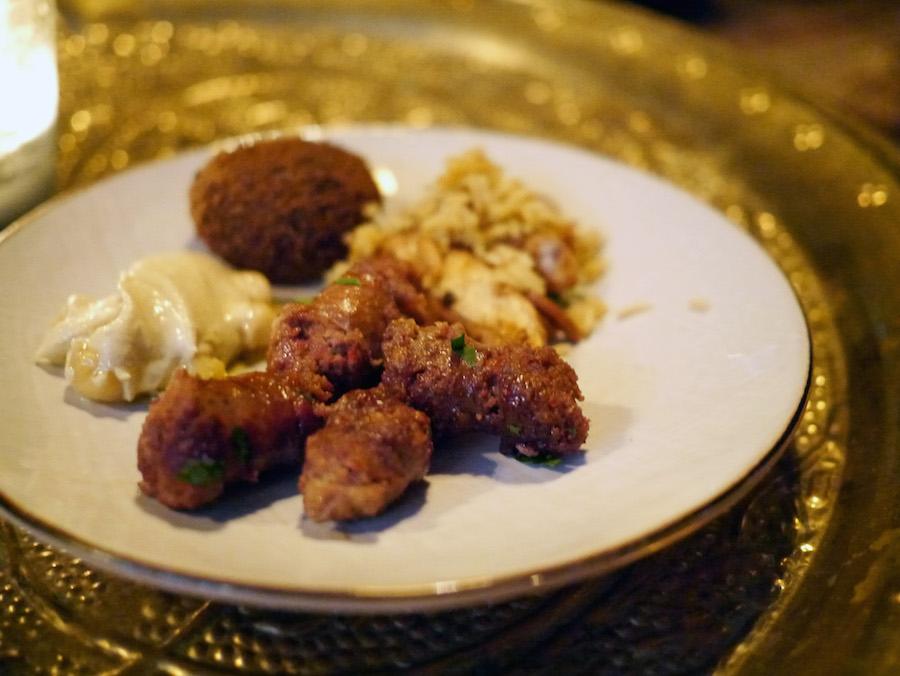 Libanesisk vin er kraftig og har godt af at blive nydt med fast føde, og den kunne passende være mellemøstlig, som det er tilfældet her på restauranten Manzel.