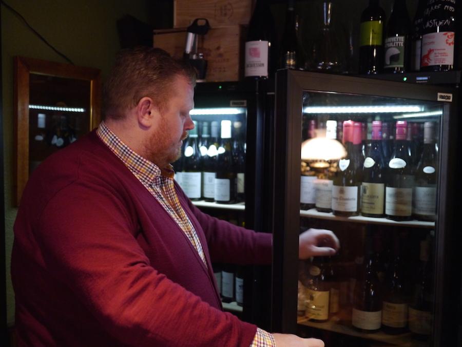 Simon Olesen er ny mand i spidsen for Schønnemann, og han har etableret vinstuen, hvor han få afløb for sin store kærlighed til vin.