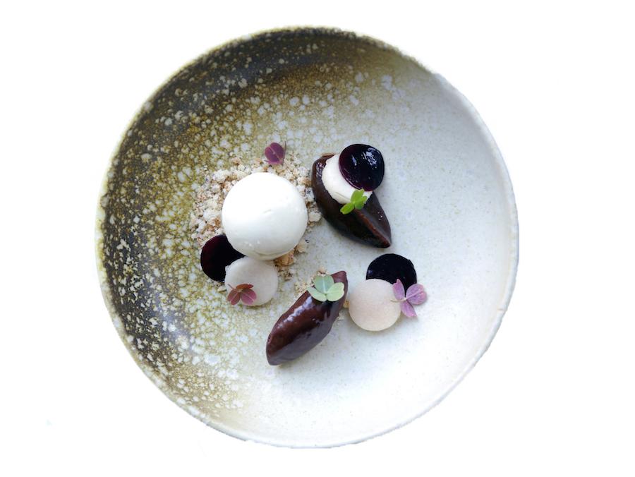 Dessert med roquefort, chokolade og svesker.