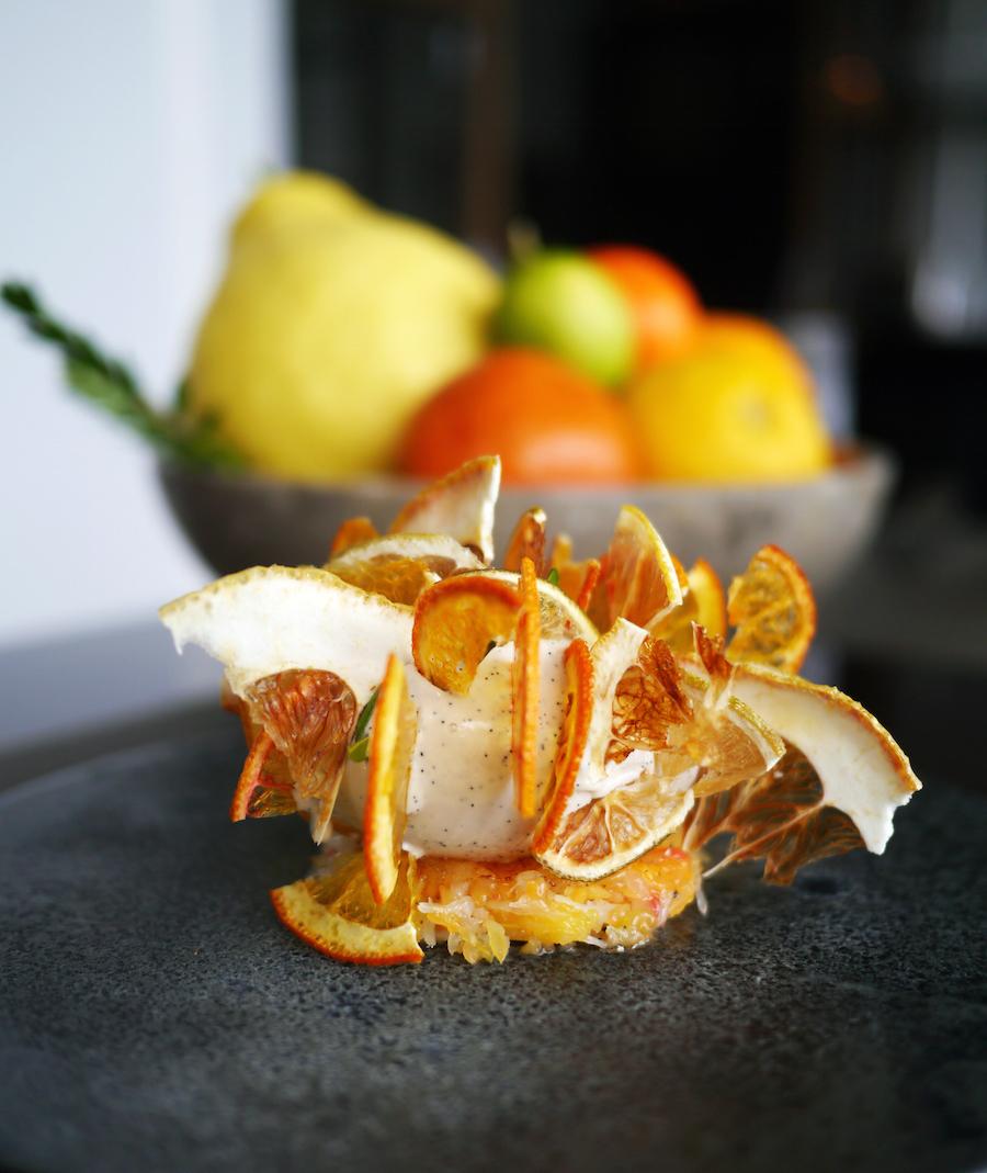 En af de bedste desserter, jeg nogensinde har fået: Christian Gadients vinderret med vaniljeis og citrusfrugt, her fra besøget på Marchal tidligere på året.