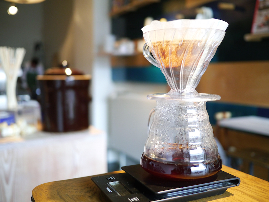 Håndbrygget filterkaffe er et af hofnumrene på Prolog Coffee Bar.