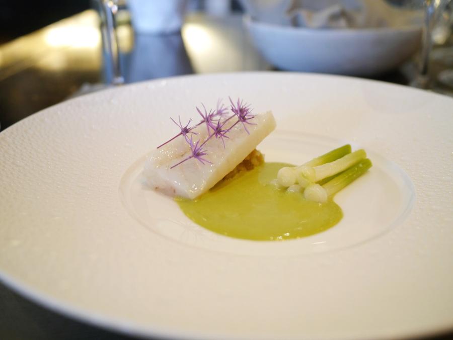 Pighvarserveringen med kaffir lime-sauce er et godt eksempel på Andreas Baghs personlige tvist på det franske køkken.
