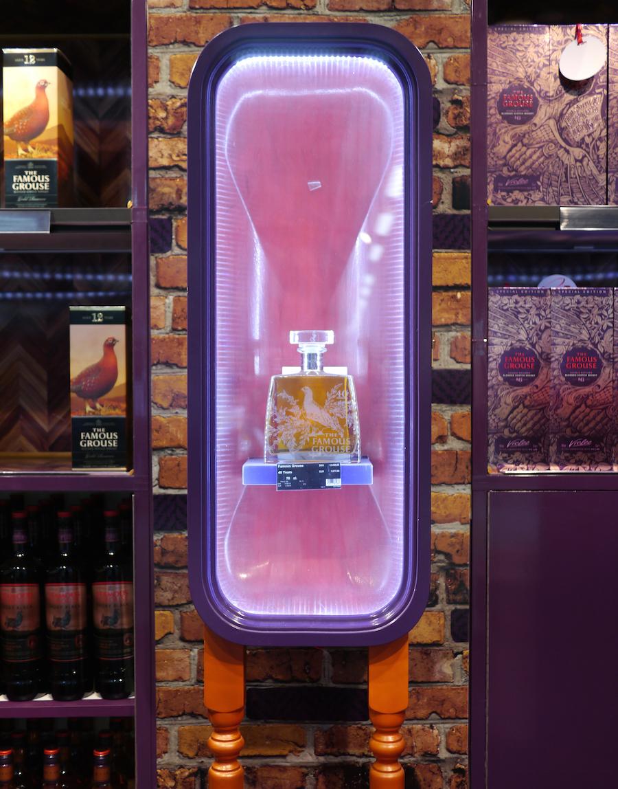 Det er flasker som denne fra Famous Grouse, man kan støde på, hos BorderShop Puttgarden.