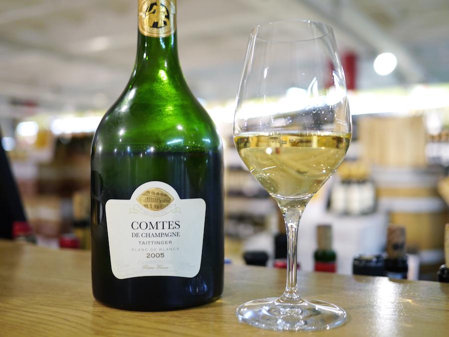 En anden skønhed fra hylderne, Taittinger Comtes de Champagne; indbydende svampenoter og frisk syre.