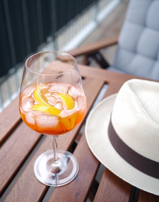 Aperol spritz er en vaskeægte sommercocktail; ikke før stærk, og så er den frisk og festlig.