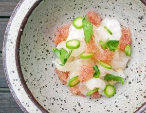 Opskrift – torsk, asiatisk mayo, asparges og stenbiderrogn