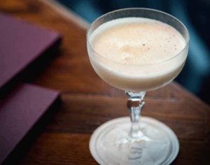 Ny bog: Der skal akvavit i din cocktail