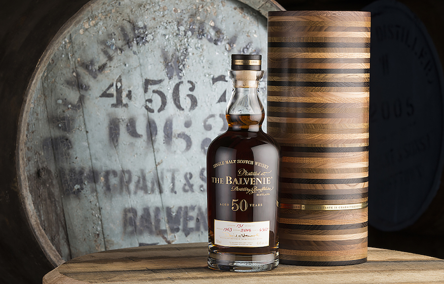 Whisky til 249.999 kr. flasken: The Balvenie 50 YO har været lagret på de samme europæiske egefade i 50 år under kyndigt opsyn af den samme Malt Master i 50 år. Den særlige æske er håndlavet og fremstillet af 49 typer ædeltræ.
