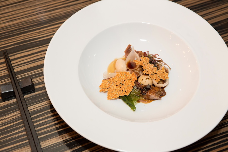 Mør, saftig og intens i smagen var skiverne af denne iberico-gris. En flot ret, der havde det hele.