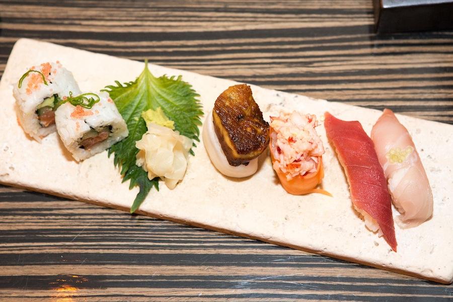 Forrygende udvalg af sushi, hvor især stykket i midten med foie gras klemte et lille glædeståre frem.