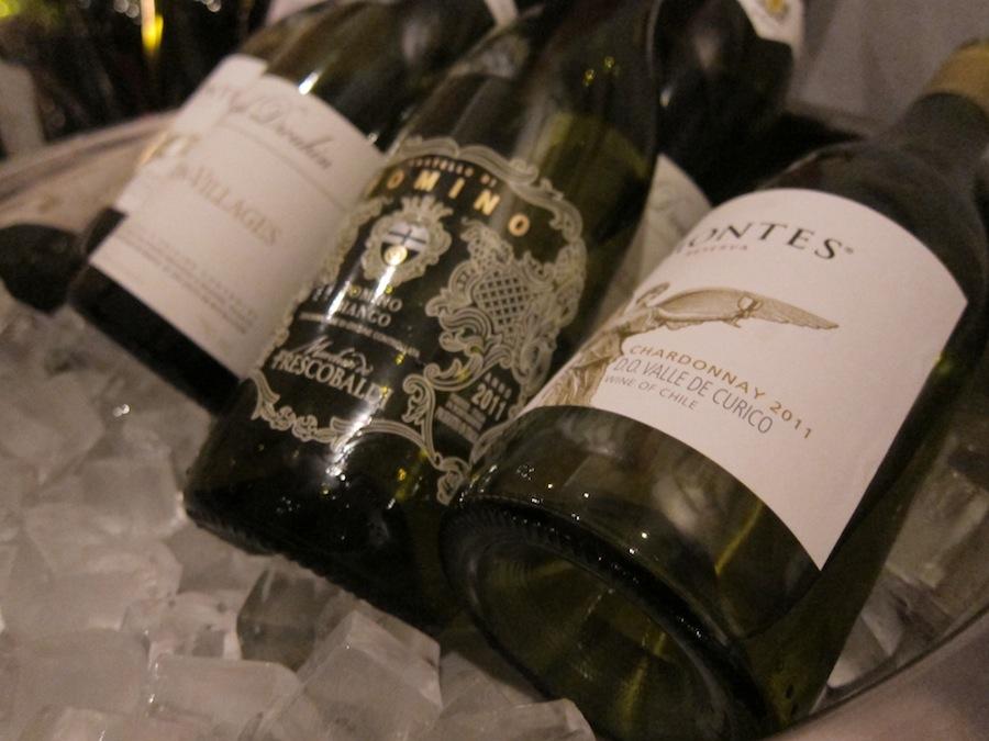 Hos Kähler Villa Dining henter du selv din vin. Det fungerer glimrende og bidrager til en afslappende atmosfære. Vi valgte at fylde Joseph Drouhins Macon-Villages i glassene til forretten.