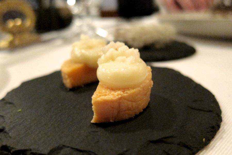 En sublim lille servering - røget torskerogn med røget mayo; de-li-kat.